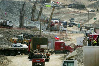 Risas, abrazos y optimismo entre las familias de los mineros atrapados en Chile