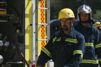 Desalojados once bloques de viviendas por un incendio en un garaje de Cádiz