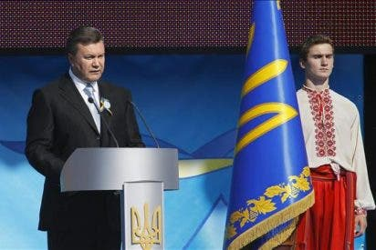 Yanukóvich dice que no permitirá que Ucrania abandone la senda democrática