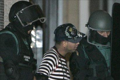 La Guardia Civil requisa tres armas blancas en el domicilio del detenido