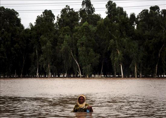 Algunos desplazados regresan a la zona más afectada por las inundaciones en Pakistán
