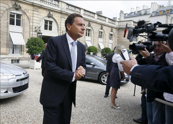 """Francia y Rumanía acuerdan cooperar """"mejor"""" para la reinserción de gitanos"""