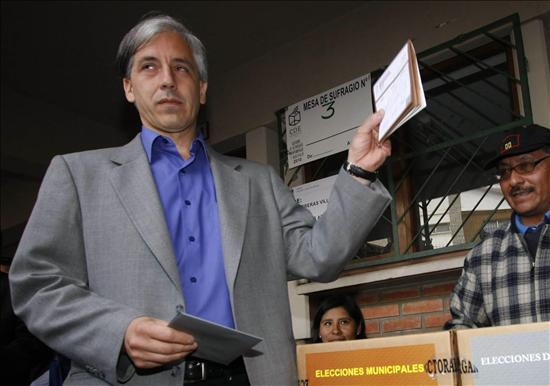 "Bolivia lamenta la ""falta de voluntad política"" de Perú para expulsar a Valle"