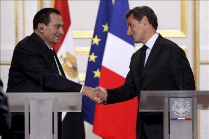 """Sarkozy y Mubarak piden a israelíes y palestinos que aprovechen el """"momento crucial"""""""