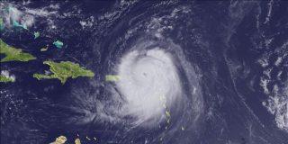 """El huracán """"Earl"""" de categoría 3 cobra intensidad en su avance hacia el Caribe"""