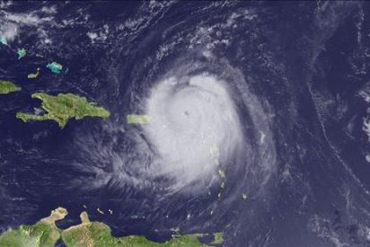 """""""Earl"""", con vientos de 215 kilómetros por hora, pone en alerta a las Antillas"""