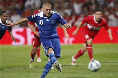 Benzema, lesionado en el tobillo, abandonó el entrenamiento