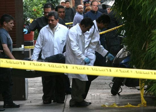 Mueren 8 personas en un ataque con cócteles molotov contra un bar en Cancún