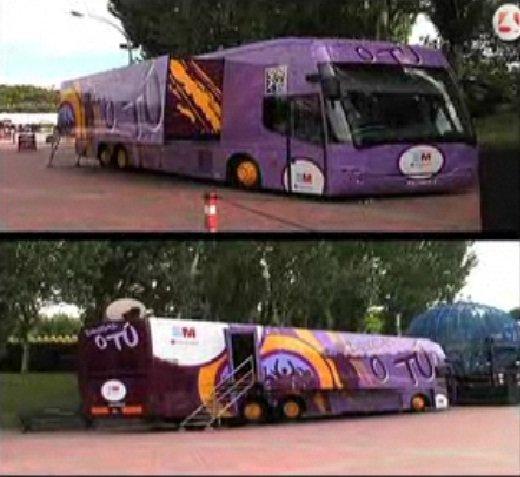 Un autobús recorre las calles de Madrid bajo el lema 'Drogas o tú'