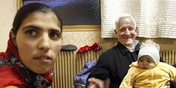 Un cura reza para que Sarkozy sufra un infarto que detenga las expulsiones de gitanos rumanos