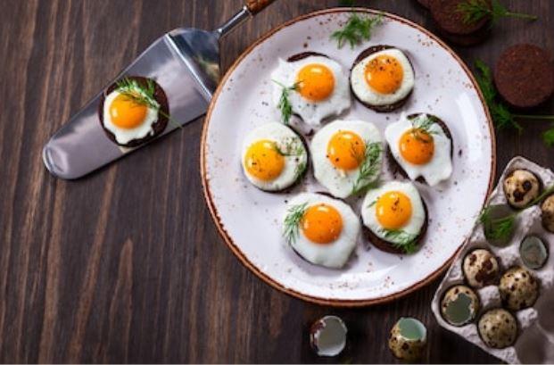 Canapés con huevos de codorniz: 2 recetas fáciles 🥚