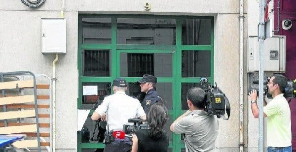 Cien personas se concentran por el asesinato de una mujer en Lugo