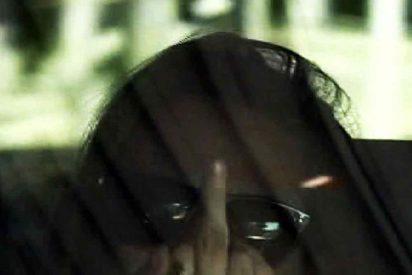 Kristen Stewart, crispada hace una 'peineta'