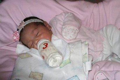 Un bebé llora en su ataúd antes de ser sepultado en México