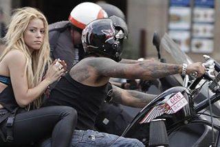 El Ayuntamiento que consentía el homenaje a la etarra quiere multar a Shakira por bañarse en una fuente pública