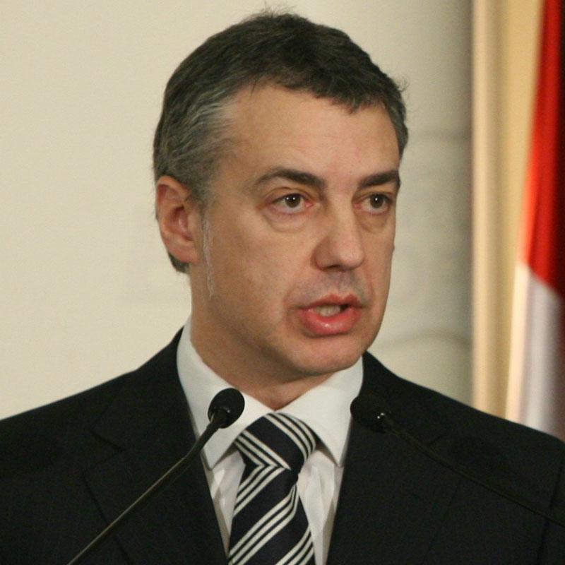 Urkullu pide a ETA que abandone también las labores de información sobre objetivos, el aprovisionamiento y la extorsión