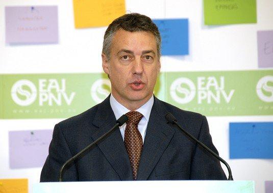 Urkullu afirma que ha mantenido contactos constantes con Zapatero para hablar de pacificación y normalización