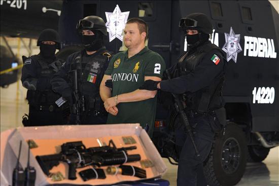México presenta públicamente al narcotraficante Edgar Valdez Villareal, alias 'La Barbie'