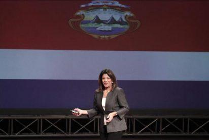 El primer embajador de Cuba en casi 50 años presenta credenciales a Laura Chinchillla