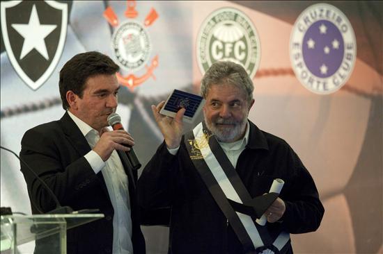 "Nombran a Lula presidente de la ""república popular"" del Corinthians"