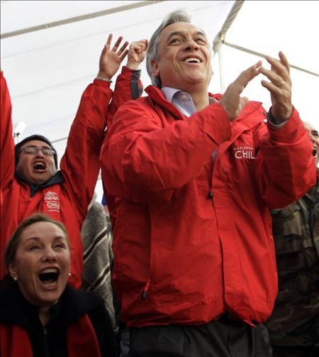 La aprobación a la gestión de Piñera saltó diez puntos en agosto