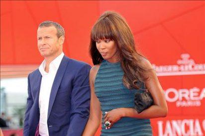 Naomi Campbell desfila por sorpresa por la alfombra roja de Venecia