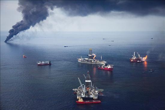 BP retira del pozo el sistema de válvulas que provocó el vertido en el Golfo