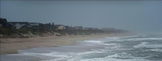 """El ojo de """"Earl"""" comienza a alejarse de la costa de Carolina del Norte"""