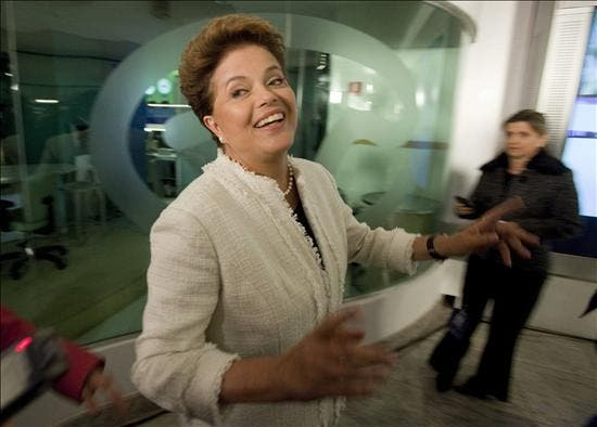 A un mes de las elecciones, pocos dudan de la victoria de Rousseff en Brasil