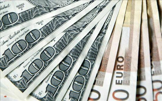 El dólar se debilita ante el euro y gana terreno frente al yen