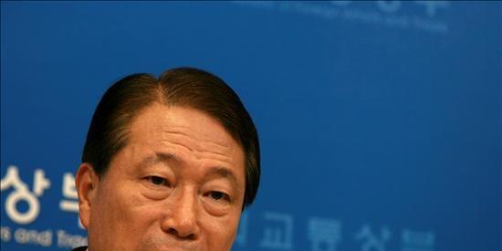 El ministro de Exteriores surcoreano presenta su dimisión