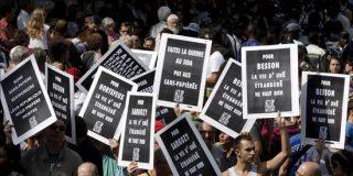 Miles de personas censuran en la calle la expulsión de gitanos de Sarkozy
