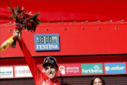 Igor Antón cambia el maillot naranja por el rojo, Moncoutie gana la etapa