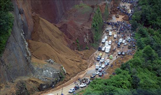 Suben a 22 los muertos por las lluvias y los socorristas buscan decenas de desaparecidos