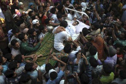 Tres muertos y 14 heridos en una protesta contra la Policía en la Cachemira india