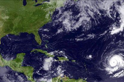 """El ciclón """"Julia"""" sigue fortaleciéndose a su paso por las aguas abiertas del Atlántico"""