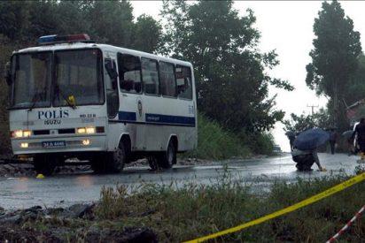 Nueve muertos al estallar una mina al paso de un microbús en Turquía