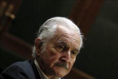 El escritor Carlos Fuentes está hospitalizado en Ginebra