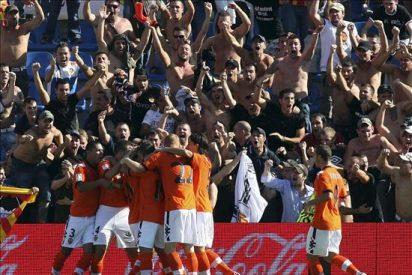 1-2. El Valencia aguanta su ventaja con diez y se lleva el duelo regional ante el Hércules