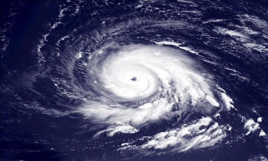 """El huracán """"Igor"""", de categoría uno, acelera su marcha por aguas del Atlántico norte"""