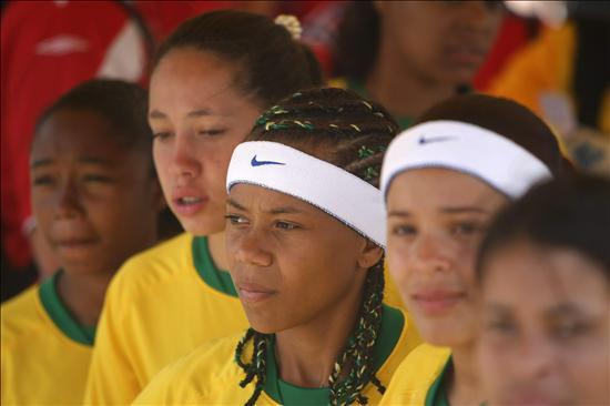 Jóvenes en riesgo de exclusión social buscan cambiar su vida con el fútbol