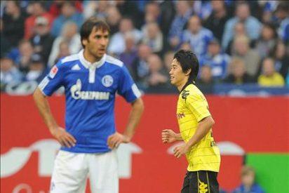 El entrenador del Schalke se lamenta que con Raúl están llegando poco al área