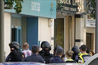 La Policía detiene al atracador y libera a tres mujeres retenidas en una sucursal bancaria
