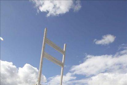 Los autores de la silla gigante en Moaña esperan un colapso de visitantes el fin de semana