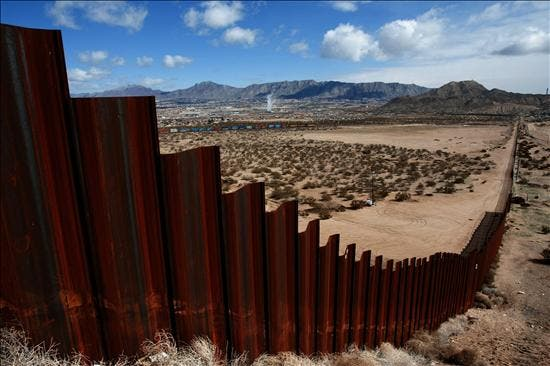 Alcaldes mexicanos viven en EE.UU. por amenazas narco y el asesinato de compañeros