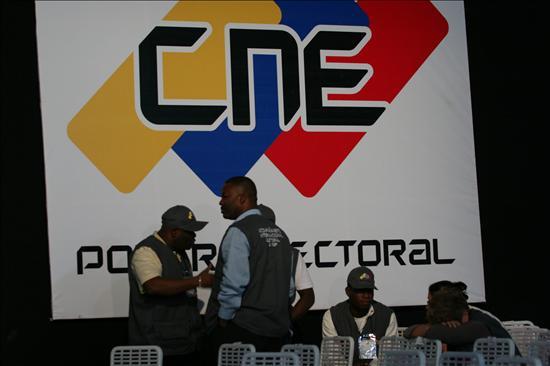 Chávez pierde la mayoría cualificada en el Parlamento con el regreso opositor
