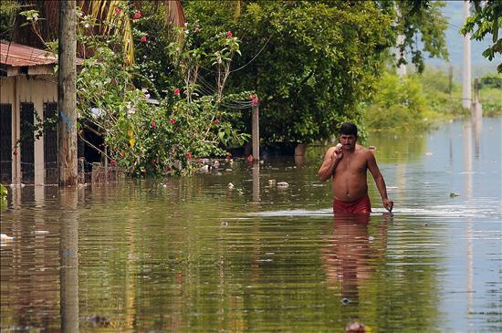 """Disminuyen las lluvias tras el paso de """"Matthew"""", pero Honduras sigue en alerta roja"""