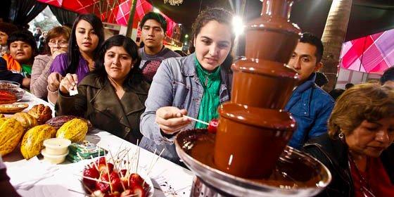 Éxito de la feria gastronómica Mistura 2010 en Lima