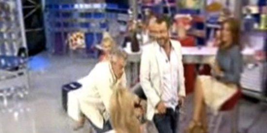 A Jorge Javier Vázquez se le caen los pantalones en directo
