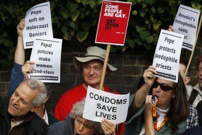 Duelo en Londres entre los partidarios y detractores de Benedicto XVI